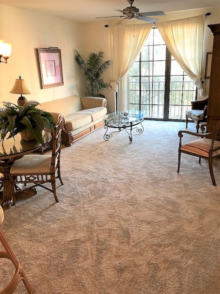 Tommy Bahama style furnished Living/dining room with queen  sofabed, Smart TV and dining table for 4