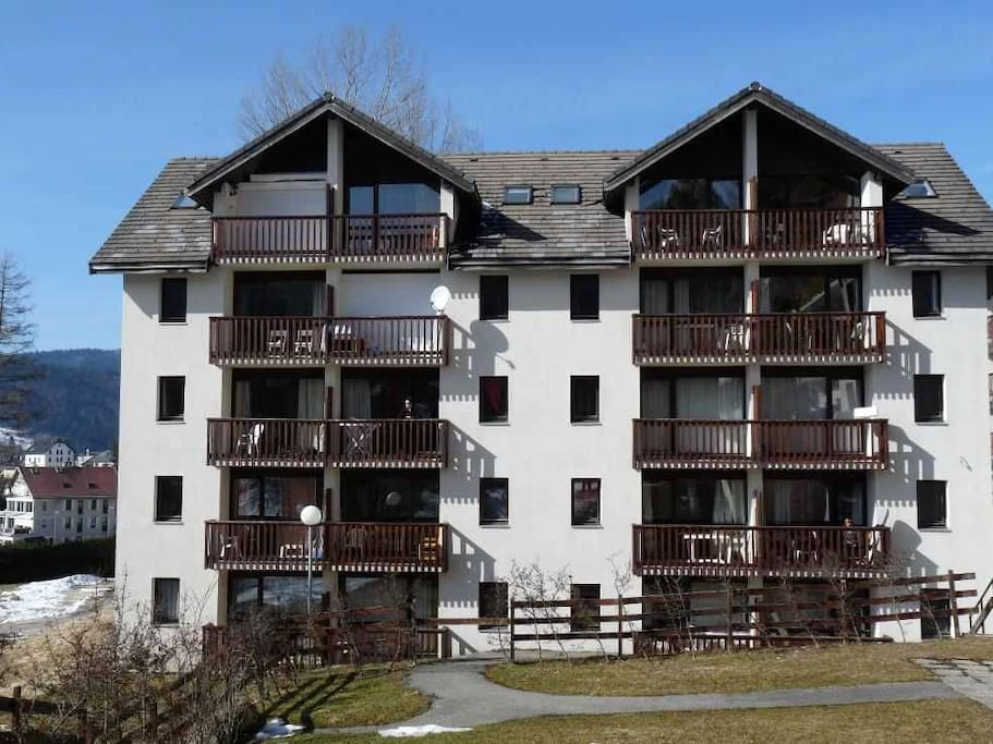 L'immeuble au 2eme étage à gauche