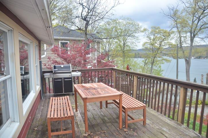 Peaceful Greenwood Lake retreat