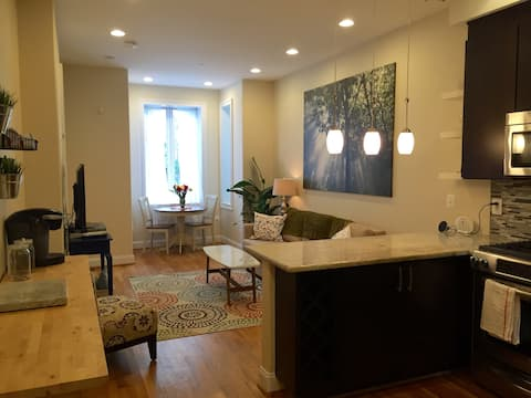 Heart of D.C. Row House - Live Like a Local!