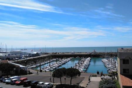 PORT BOURGENAY : Appart  vue exceptionnelle  mer