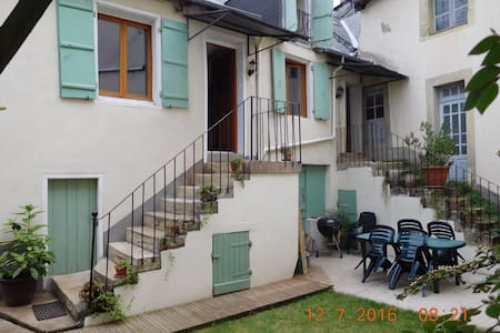 Sunny double bedroom, (2 rms avail) - Juillac