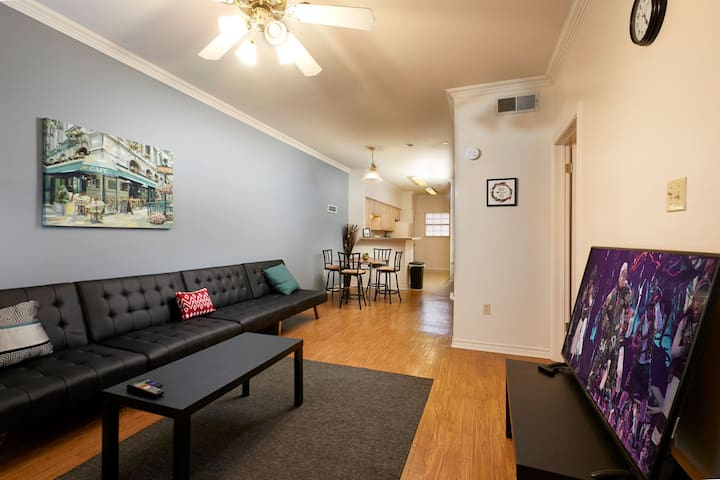 -WALK TO UT STADIUM, 2 ROOMS 2 BATH, 6 QUEENS