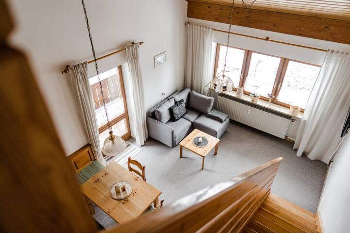 Ruhige sonnige Wohnung, 2 Balkone & tolle Aussicht