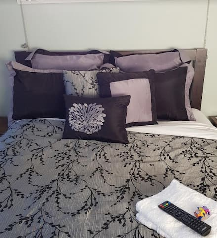 Comfy queen bed. Two rooms available with queen beds (sleeping a total of 4 people).  If a second room is needed see our other listing 'The Pines' or email us for details.