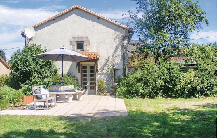Holiday cottage with 3 bedrooms on 286m² in Queaux