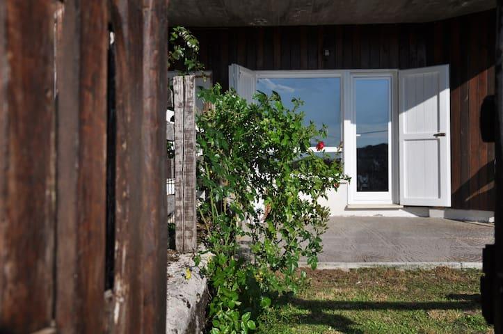 La Casetta, grazioso appartamento con giardino.
