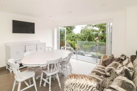 High spec Townhouse ,Fab Forest side dogs welcome