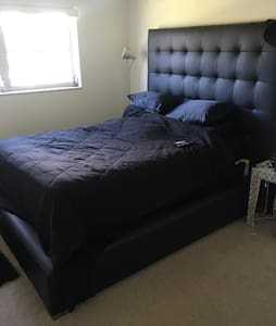 Cozy 1bdr modern apt - 아파트