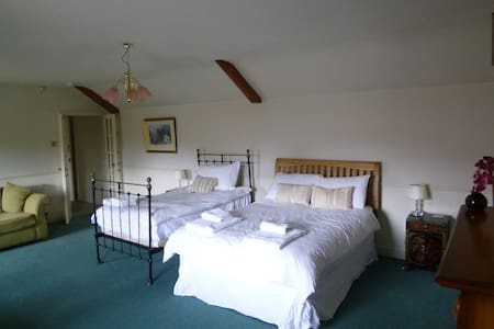 Large Family Room - Flaxton  - Bed & Breakfast