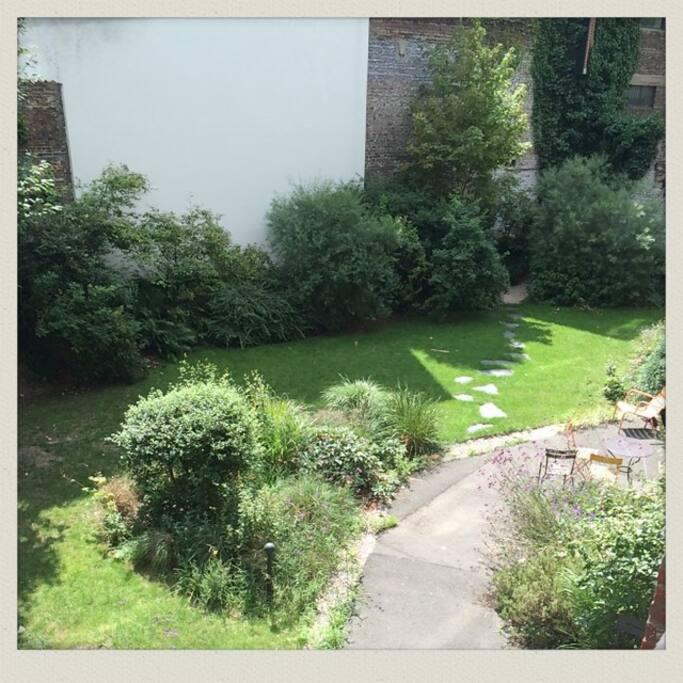 Très belle vue sur le jardin