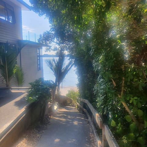 Snells Beach secluded bush and seaside apartment