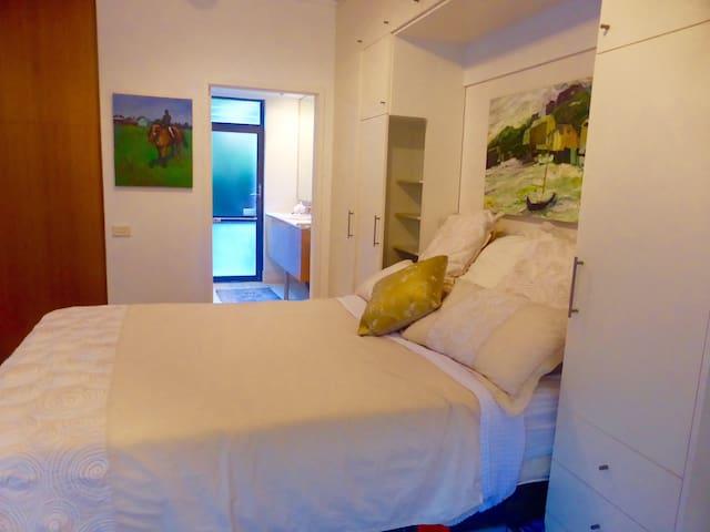 ON BALMORAL BEACH - Studio Apartment