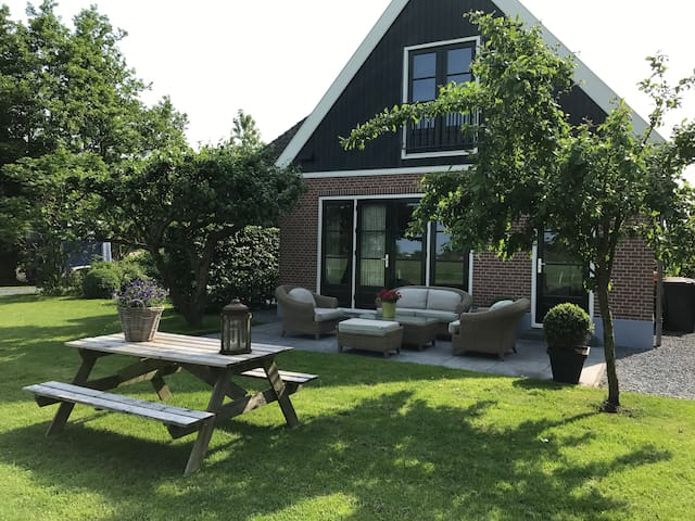 Nabij Schoorl: vakantiehuis met vrij uitzicht.