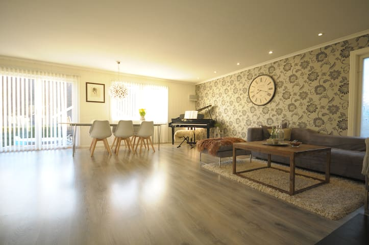 Familievennlig hus med stort uteområde - Sandefjord - Casa