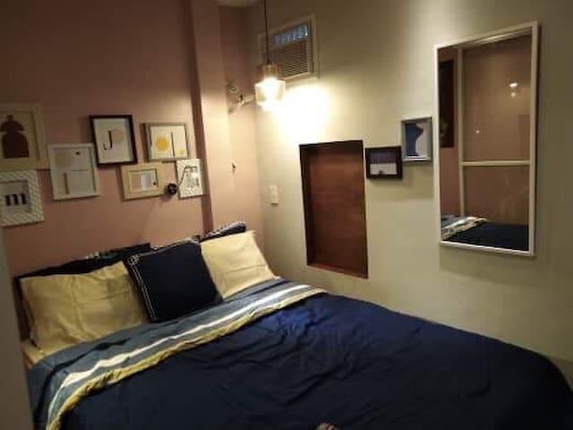 Nano Feriejo, Travelers Room A.