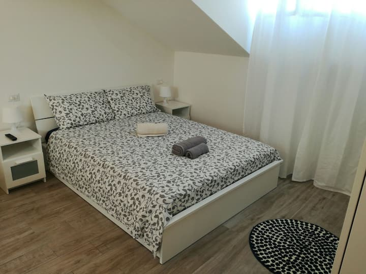 4th floor (Isola District) 10 mins to city center