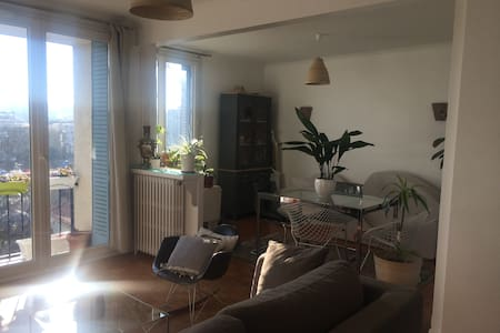Calm and Bright Room in Huge Flat Near Paris - Pantin - Apartment