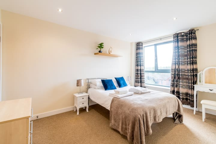 ❤️Spacious 2 Bed, 2 Bath, Free Parking & WiFi ❤️