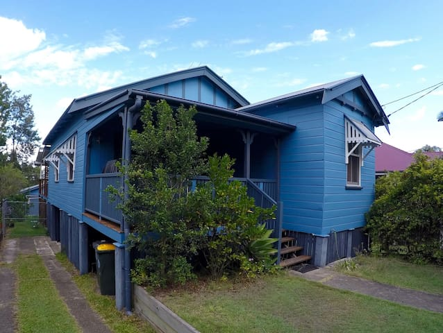Renovated sunny family friendly - Annerley - Rumah