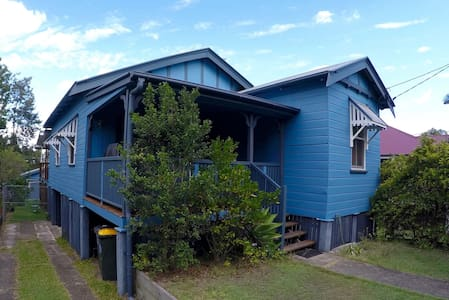 Renovated sunny family friendly - Annerley
