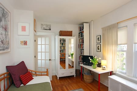 Private Room w/Bath Stone's Throw from NYC/EWR - Σπίτι
