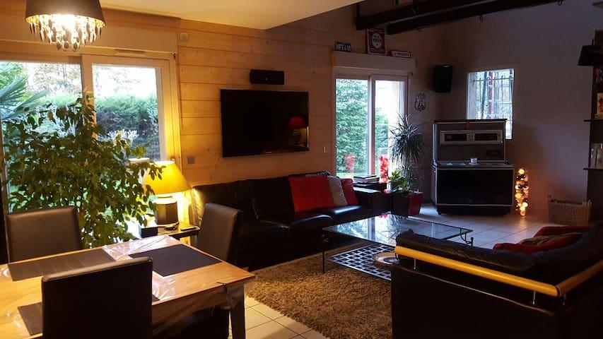 Villa récente tout confort - Genay - House