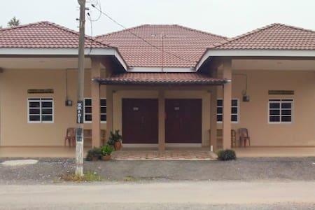 Family Friendly Homestay Sri Uda 2 - Rumah