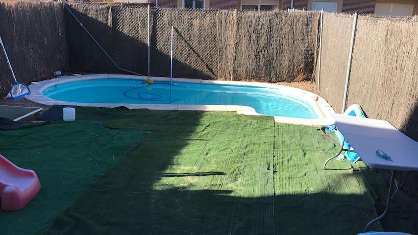 Habitación en chalet con piscina - Illescas - Hus