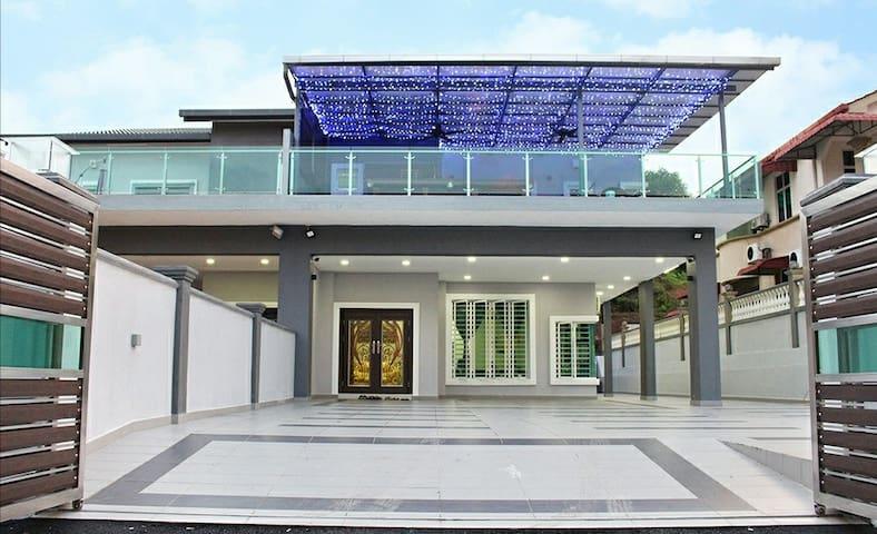 Holiday Retreat Villa (HRV) Daily-Rent Seremban