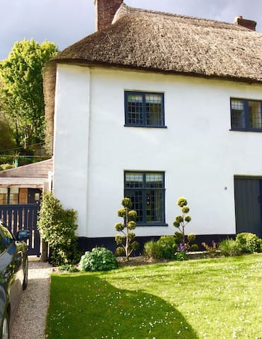 Listed, thatched, character cottage - Milton Abbas - House
