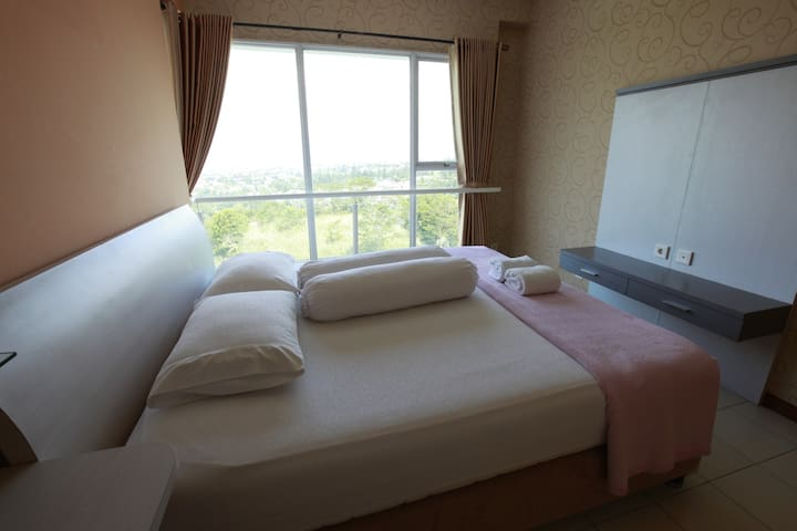 Kingsize Main Bedroom