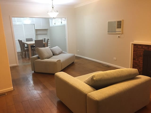 3Bed 1 bath park front house - Mount Waverley