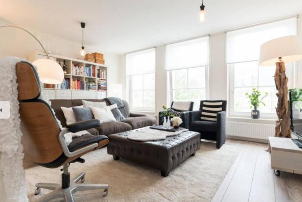 Livingroom, enough books to read.