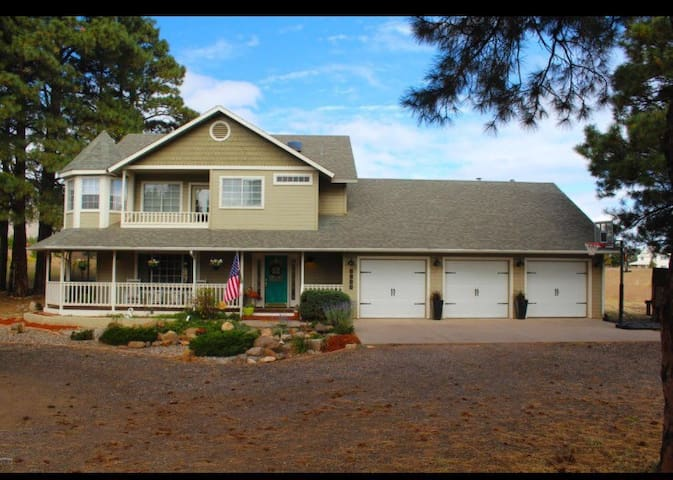 Large Home on Acreage - HGTV Style - Flagstaff - House