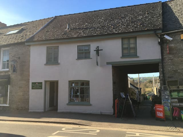 The Upstairs Flat, 13 Castle Street - Hay-on-Wye - Appartement