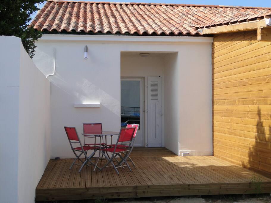 Petite maison de bord de mer maisons louer la tranche sur mer pays de la loire france - Petite maison a renover bord de mer ...