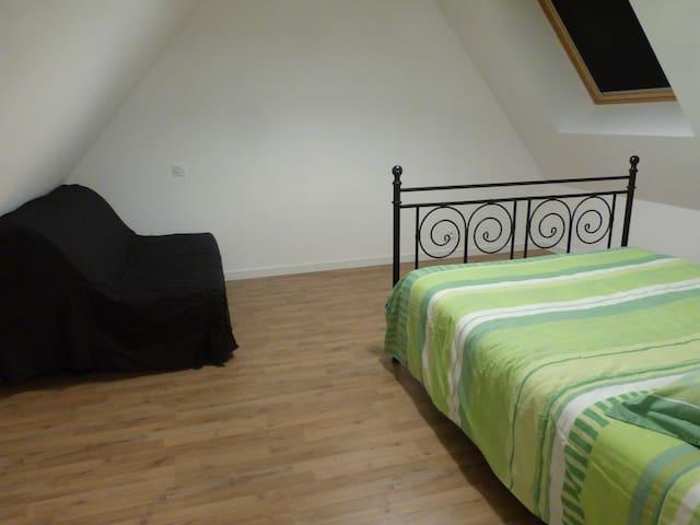 Chambre n°4 avec lit 140×190 + BZ