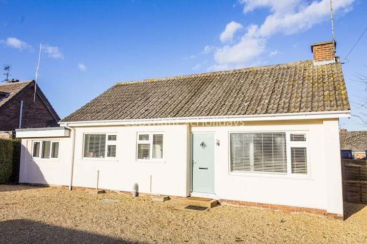 Seaside cottage Holiday in beautiful Heacham, Norfolk ref 99015L