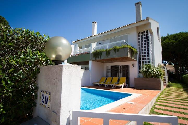 Modern 3bdr Villa with Pool, next to Hilton Hotel