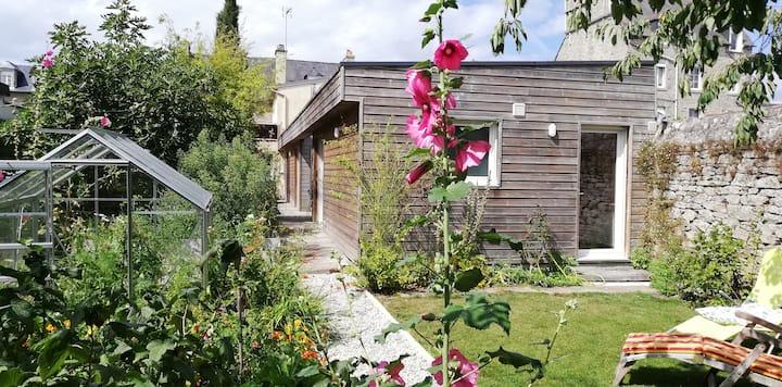 Maison atypique plain-pied avec jardin dans  Dinan