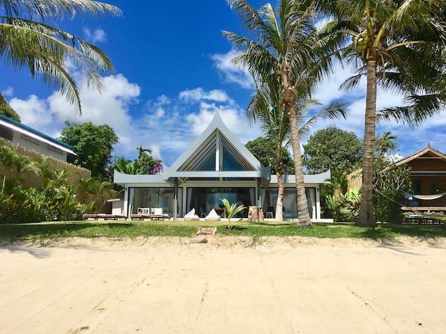 Nibbana Luxury Beachfront Villa & Infinity pool