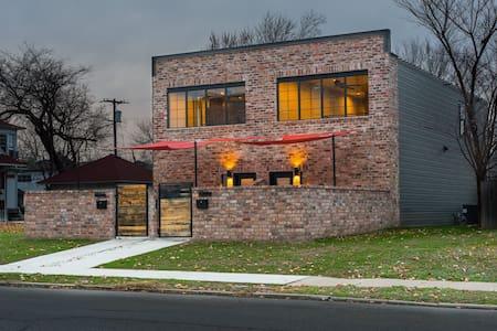 Club 1804 - Joplin - Haus