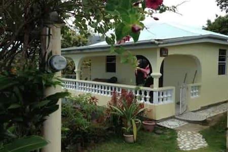 Ginger-Lily Cottage - Rosalie