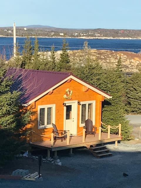 Cozy log cabin nestled between Prospect & Shad Bay
