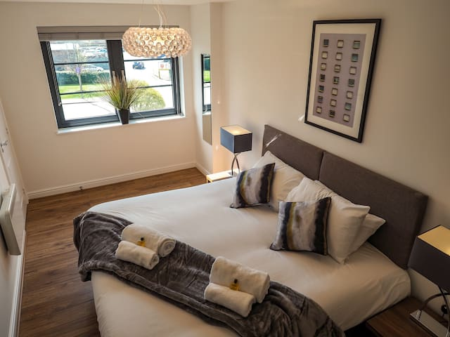 SA Today Apartments Farnborough (Fibre Wi-Fi & Netflix)!