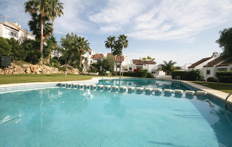 Terraced house with 3 bedrooms on 100 m² in Estepona