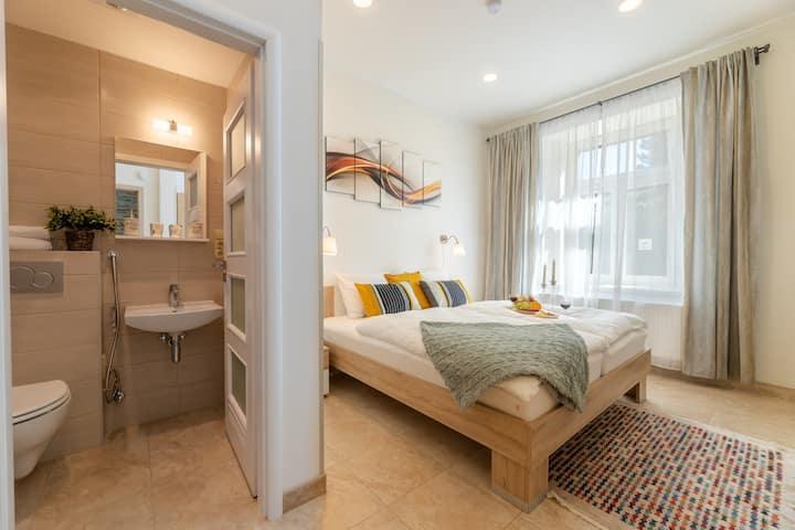 P4_Magnolia 10 · P4_Magnolia 10 · M10 ❤️Bright Sunny Apartment In Quiet Area❤️
