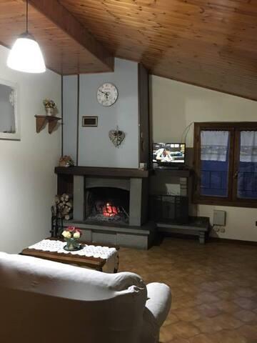 Graziosa e accogliente mansarda - Fanano - Apartament