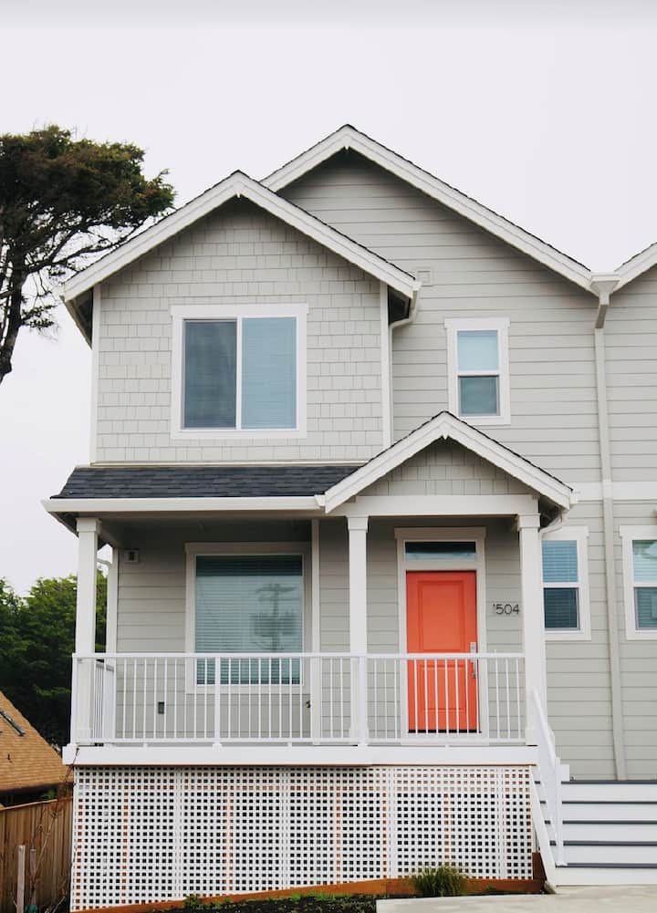 New Townhome Steps Away from the Beach